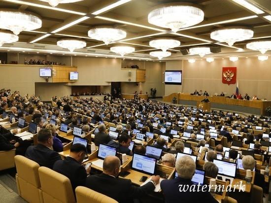 В Госдуме предложили уравнять зарплату депутатов и рядовых граждан