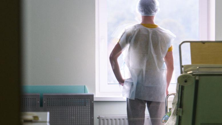 Российским врачам предложили работать трактористами в рамках оптимизации