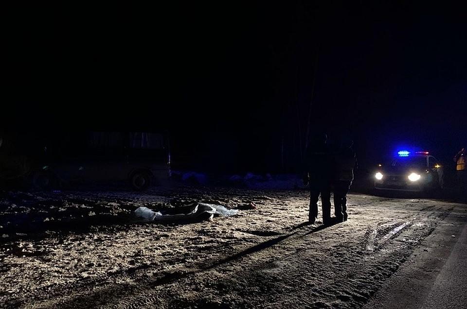 После ссоры мужчина высадил жену из такси посреди трассы, и ее тут же насмерть сбила машина