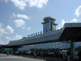 СМИ: В Домодедово пассажирка самолёта угрожает взорвать себя UPD