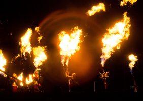 Пламя без дыма бывает: в Петербурге встречают зимний фестиваль огня