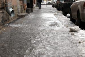 Водителей Ленобласти предупредили о гололедице