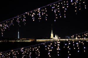 Праздникам конец: в Петербурге начинают отключать новогодние украшения