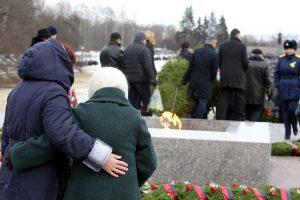 Венки, гречка и бег: как в Петербурге праздновали годовщину снятия блокады