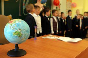 Основной этап записи детей в первые классы изменит режим работы МФЦ Петербурга