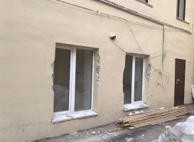Рабочие-вандалы испортили фасад Дома Корфа на Почтамтской