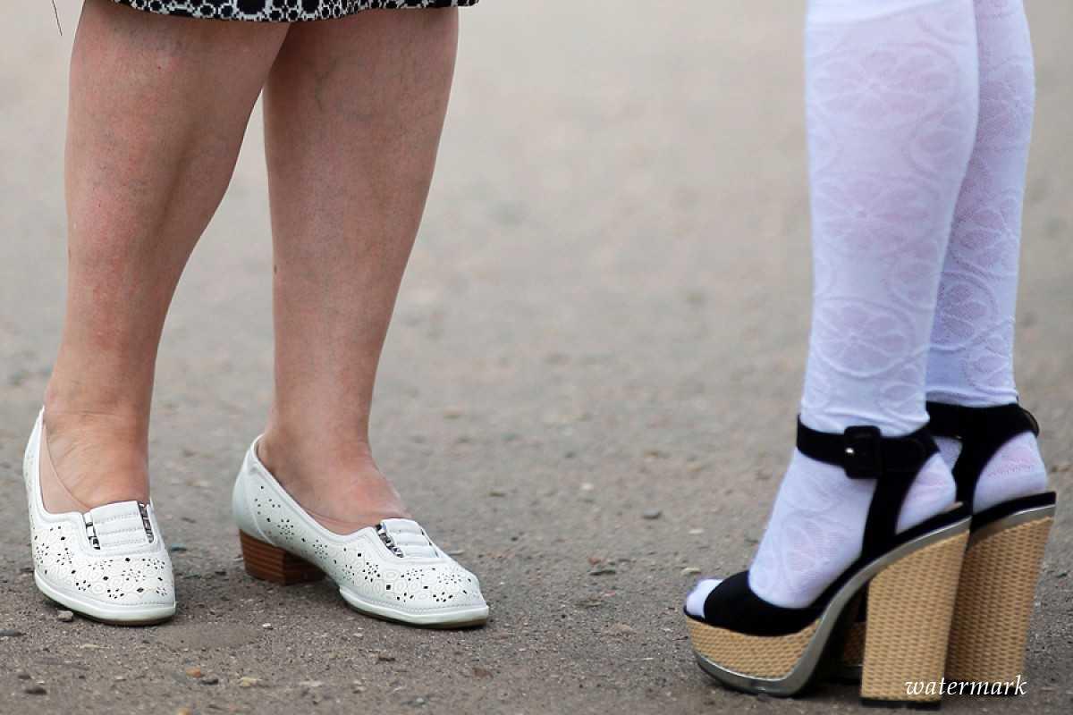 Новый скандал вшколе: Ученицу отчитали за«толстоватые ноги»