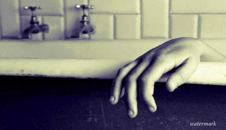 Школьница погибла, уронив смартфон на зарядке в ванну