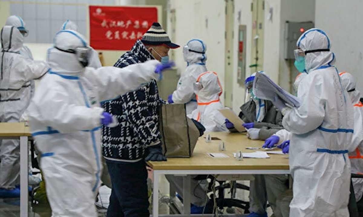 В Китае за сутки выявили более 15 тысяч зараженных новым коронавирусом