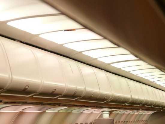 На пассажирку, нашедшую 1 млн рублей в туалете самолета, завели дело