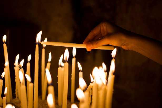 Что будет, если поставить живому человеку свечку за упокой