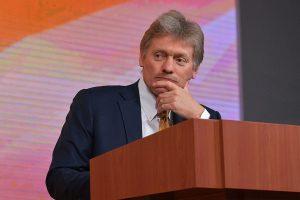 Песков прокомментировал идею упоминания бога в Конституции