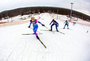 Всё выше, и выше, и лыжи: в «Охта-Парке» состязались в лыжном спринте