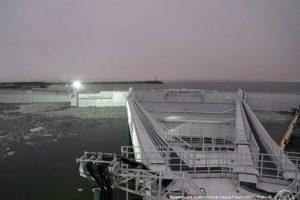 В Сети появилось видео борьбы петербургской дамбы с водной стихией