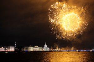 Огонь защитника отечества: в Петербурге армейский праздник отметили фейерверком
