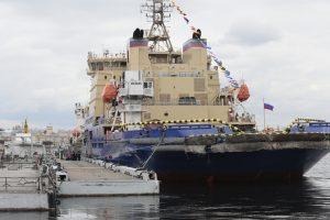 Петербургская тёплая зима оставила ледоколы без работы