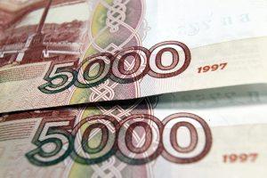 В Петербурге из квартиры уборщицы вынесли полмиллиона рублей и украшения