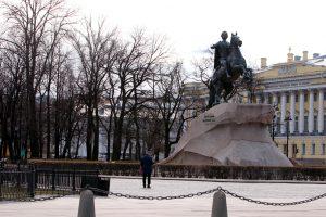 Беглов ввёл в Петербурге режим самоизоляции