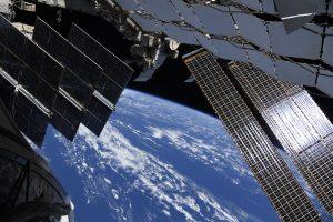 Космонавты с МКС призвали россиян не забывать о физкультуре