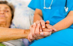 Петербургские медики, оказывающие помощь больным с COVID-19, получат допвыплаты