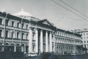 КГИОП обратился в суд после уничтожения исторических балконов Дома Голландской церкви