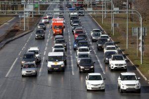 Власти Ленобласти предписали автомобилистам двигаться по региону без остановок