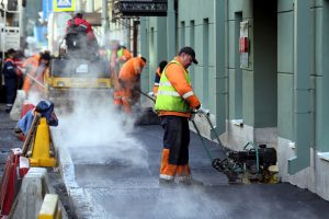 Безработным жителям Ленобласти предложат помогать дорожникам