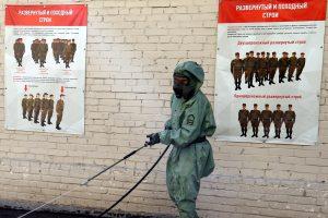 Минобороны Китая направило российским военным маски и защитные костюмы