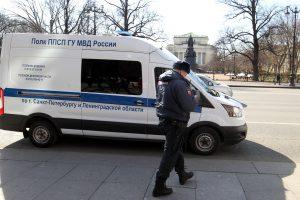 В полицию доставили участниц инцидента у Вечного огня в Кронштадте