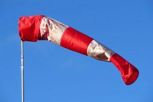 Петербуржцев предупредили об усилении ветра в воскресенье