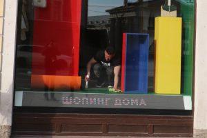 В Петербурге с понедельника возобновят работу непродовольственные магазины
