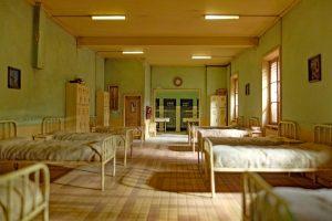 Беглов посетил пансионаты, которые участвуют в борьбе с эпидемией коронавриуса