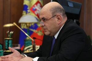 Мишустин призвал регионы помочь обеспечить средствами защиты соцработников и волонтёров