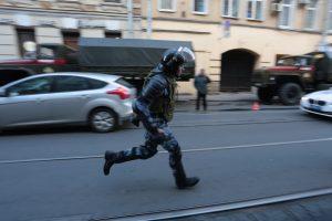 Около 50 человек задержаны полицией во время ночного рейда по центру Петербурга