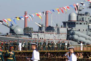 Более 40 боевых самолётов и вертолётов приняли участие в тренировке военно-морского парада