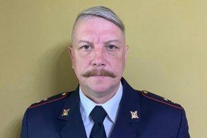 В Петербурге полицейский поймал выпавшую из окна пожилую женщину