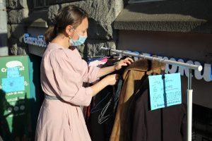 Пальто повесил – пальто снял: благотворительная сеть «Спасибо!» раздаёт одежду всем желающим