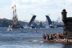 Ведь завтра в поход: в Петербурге прошла репетиция морского парада