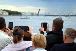 Вечер на рейде: в Петербурге прошла генеральная репетиция морского парада
