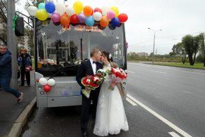 Смольный: В Петербурге ежедневно регистрируют около 200 браков