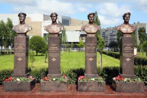В парке Боевого Братства открыли памятник петербургским десантникам из 6-й роты