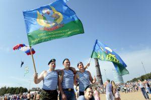 Беглов поздравил петербуржцев с Днём ВДВ