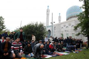 Петербургские мусульмане отмечают праздник Курбан-Байрам