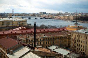 В этом году ремонт крыш в Петербурге завершится до 1 ноября
