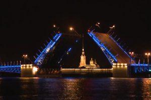 Дворцовый мост «запоёт» под музыку Андрея Петрова
