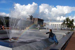 Петербуржцев попросили выбрать музыку для фонтанов на площади Ленина