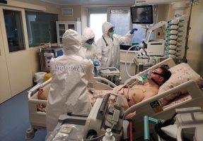 За сутки в России выявили больше 13,5 тыс. новых случаев COVID-19