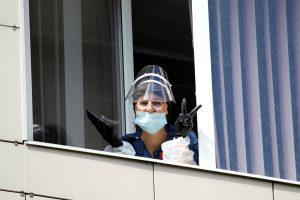 Смольный: В Петербурге впервые привили медиков от коронавируса