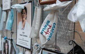 «Стену памяти» медикам, погибшим от коронавируса, перенесли в музей