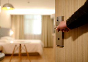 В Петроградском районе полиция выявила десять «резиновых» квартир с мигрантами